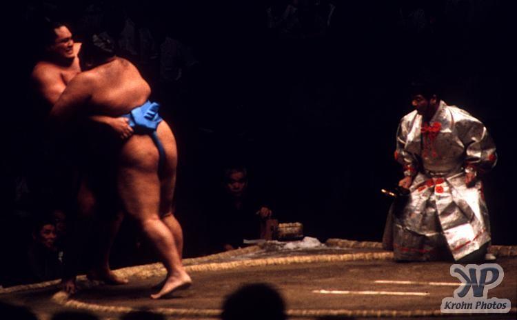cd85-s25.jpg - Sumo Wrestling