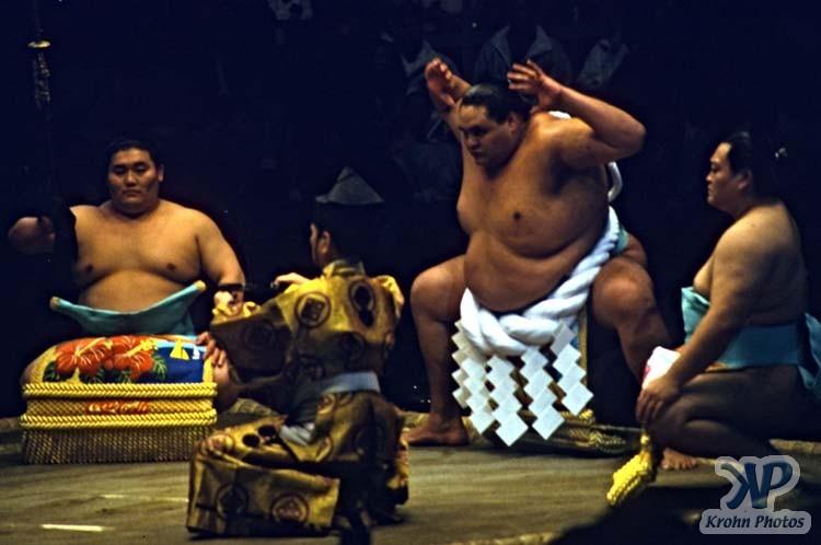 cd86-s019.jpg - Sumo Wrestling
