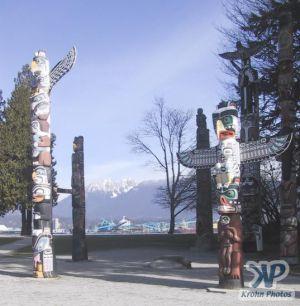 cd01-d13.jpg - Totem Poles