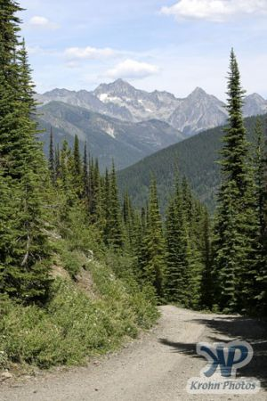 cd170-d04.jpg - Mountain road