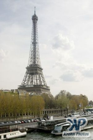 cd28-d01.jpg - Eiffel Tower