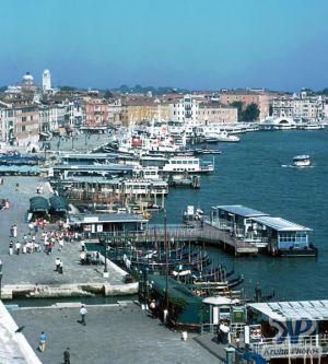 cd75-s10.jpg - Venice