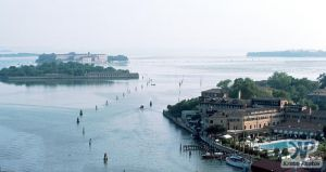 cd75-s30.jpg - Venice