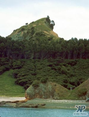cd35-s25.jpg - An island
