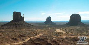 cd1032-s05.jpg - Monument Valley