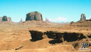 cd1032-s12.jpg - Monument Valley