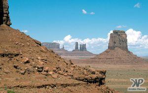 cd1032-s21.jpg - Monument Valley