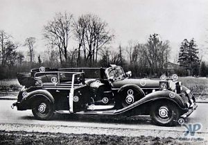cd2005-pc09.jpg - Hitler's Parade Car