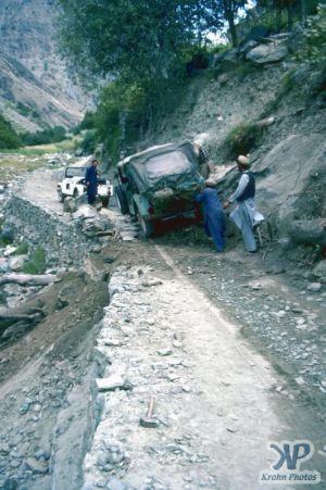 cd03-s12.jpg -  A stuck Jeep