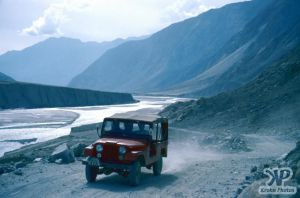 cd03-s20.jpg -  A jeep at full speed