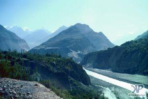 cd04-s17.jpg - Indus river