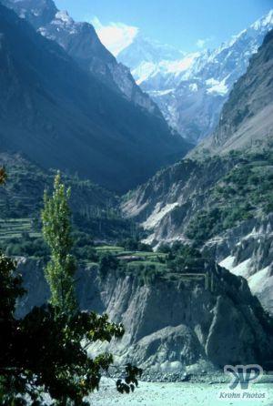cd04-s18.jpg - Indus river