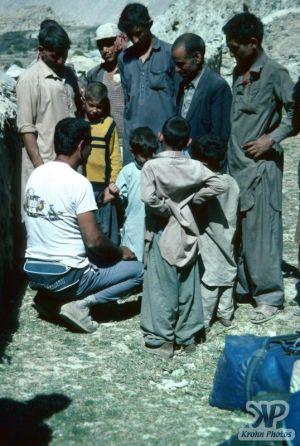 cd04-s21.jpg - Interpreter talking to a small boy