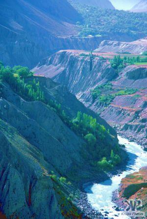 river-s27b1.jpg - Hunza