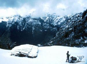 cd50-s16.jpg - Campsite in a mountain hut