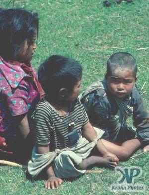 cd51-s04.jpg - Nepalese Children