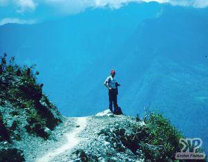 cd51-s19.jpg - Mountain path