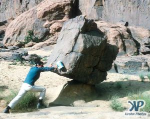 dvd1000-s138.jpg - Balanced rock