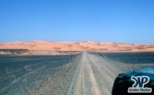 dvd1000-s141.jpg - Saharan road